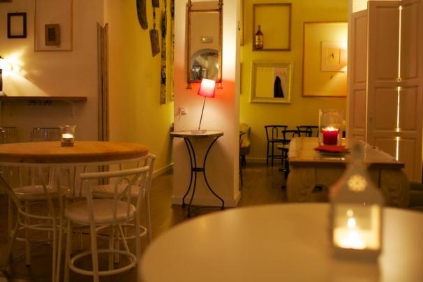 Un espacio cálido para una reunión «de amigos»