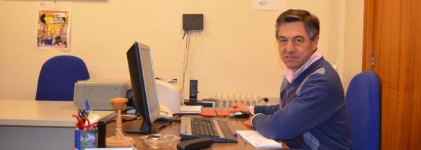 Emilio Sanz es secretario de la Asociación. Por A. Fernández