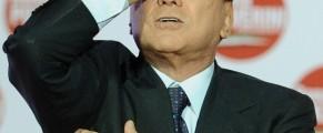 El ex primer ministro italiano con gesto de preocupación