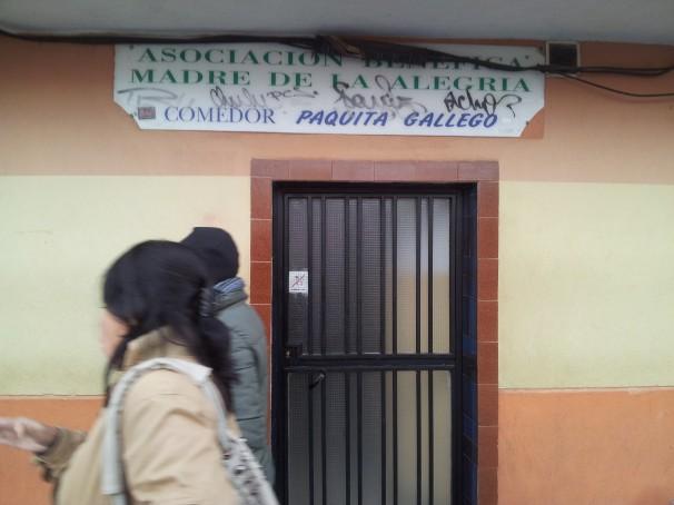 Entrada al comedor Paquita Gallego, regentado por la asociación «Madre de la Alegría»