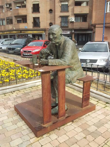 Monumento a Paquita Gallego, en el paseo homónimo de Leganés, Madrid