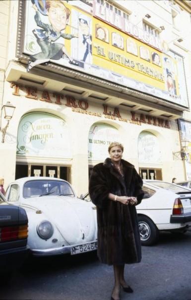 Lina Morgan delante del teatro de La Latina/ Gonzalo Cruz