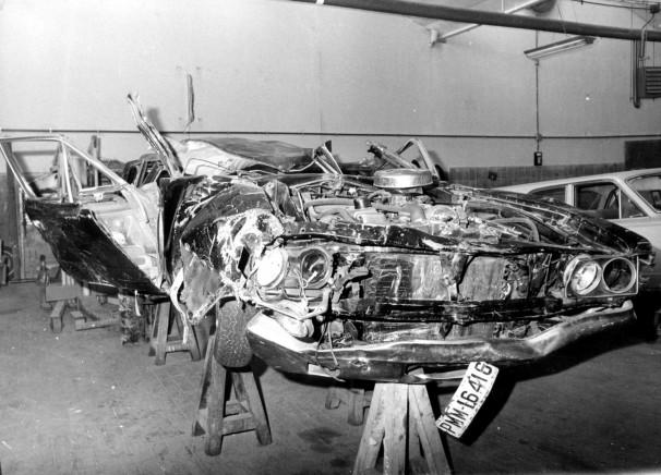 Así quedó el coche de Carrero Blanco tras el atentado. Foto: ABC