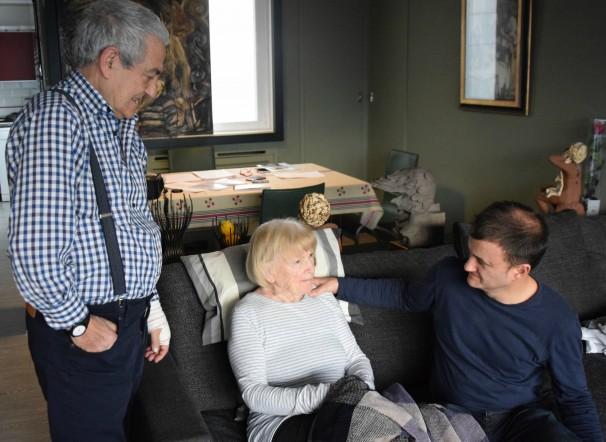 Txema Lorente, Maribel Tellaetxe y David Lorente en su casa