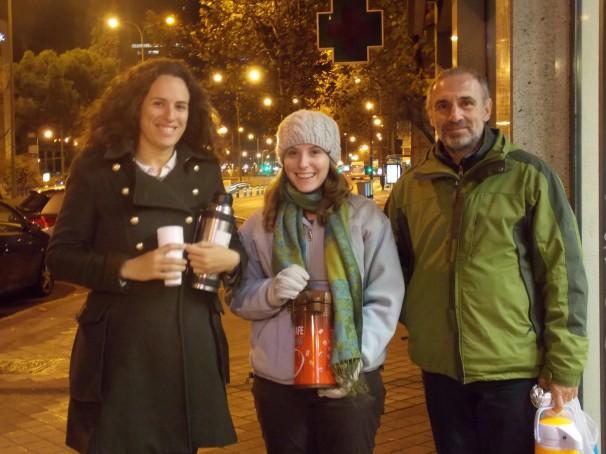 De izquierda a derecha: Álex, Michelle y Julián, tres voluntarios bokateros