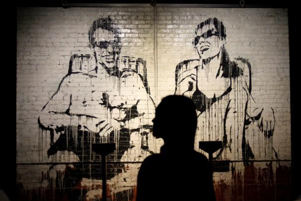 Más de 70 obras de Bansky se exponen desde este jueves, sin su autorización, en la primera muestra que se hace en España sobre el trabajo del artista callejero. Foto: EFE/ Paolo Aguilar