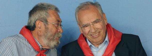El líder del sindicato UGT conversa con el socialista Alfonso Guerra