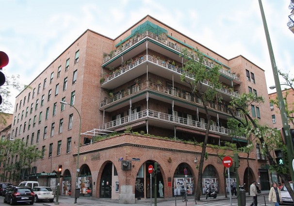 Fachada de la de la Casa de las Flores en la calle Rodríguez San Pedro - Wikipedia