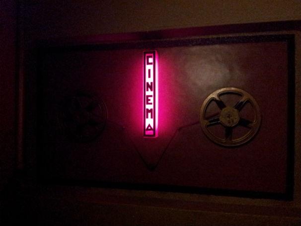 Bobinas de películas X en el piso de arriba de la sala. FOTO: B.F.R.