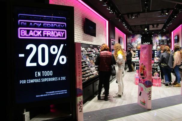Tienda de maquillaje del Centro Comercial La Vaguada, durante el Black Friday. Foto: L.M