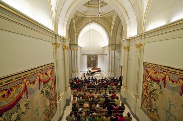 Concierto de piano en la capilla. Foto: Michel Bricteaux