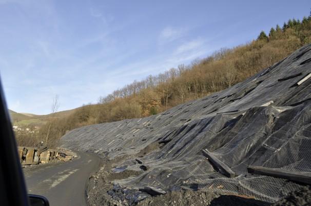 Montañas de carbón esperan ser quemadas en las centrales térmicas. Fotos: D.R.