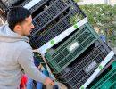 Un vendedor recogiendo sus productos. Foto: Patricia Balbontín