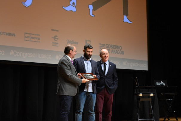 Nacho Carretero recibiendo el Premio José Manuel Porquet