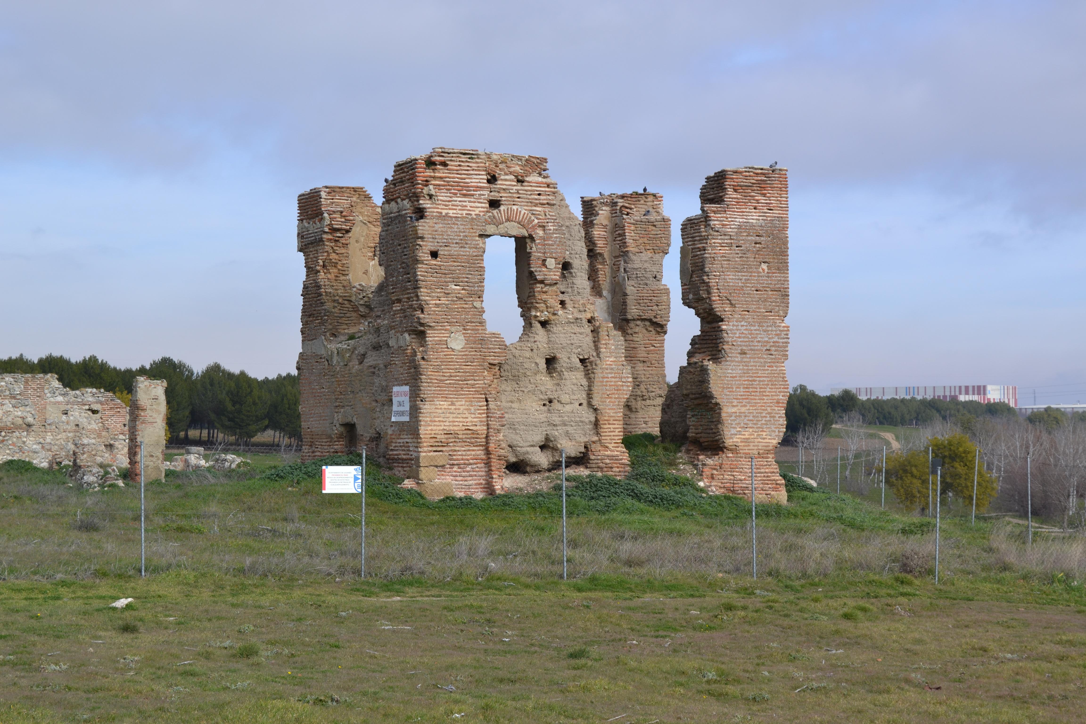 Casa solariega de donde fue sustraído el escudo de Polvoranca, que hoy descansa en el centro de Las Dehesillas, en Leganés