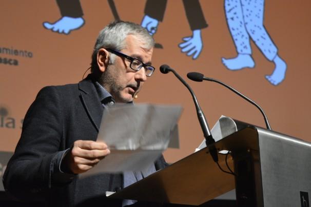 Alfonso Armada durante la presentación de la ponencia de Gervasio Sánchez