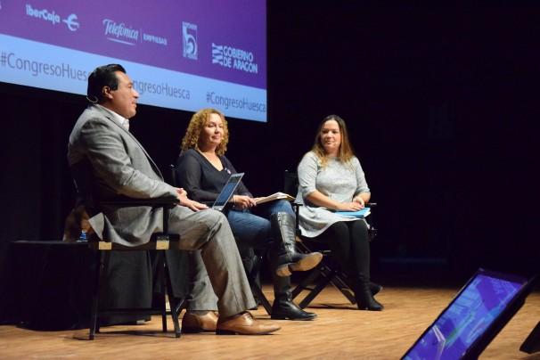 Alberto B. Mendonza, Nancy San Martín y Selymar Colón durante su ponencia en el Palacio de Congresos de Huesca. Foto: M. Lozano