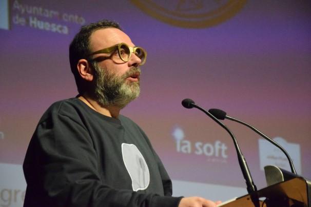 Bob Pop en el discurso posterior a la entrega del Premio Blasillo. Foto: M. Lozano