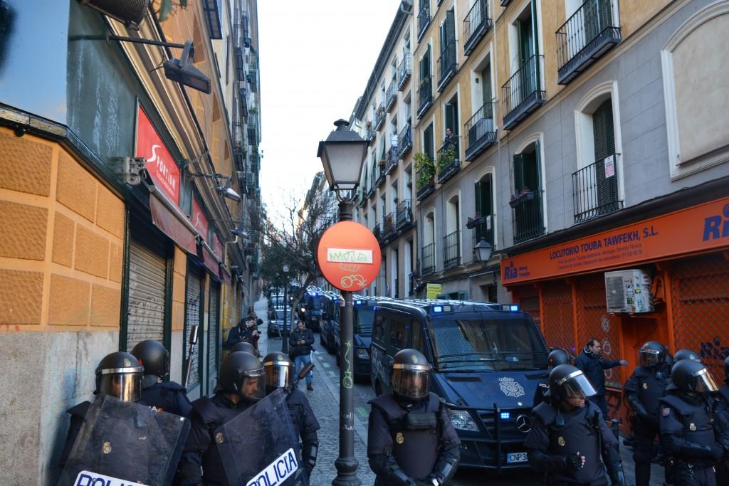 La Policía Nacional corta a los manifestantes el acceso a las calles colindantes
