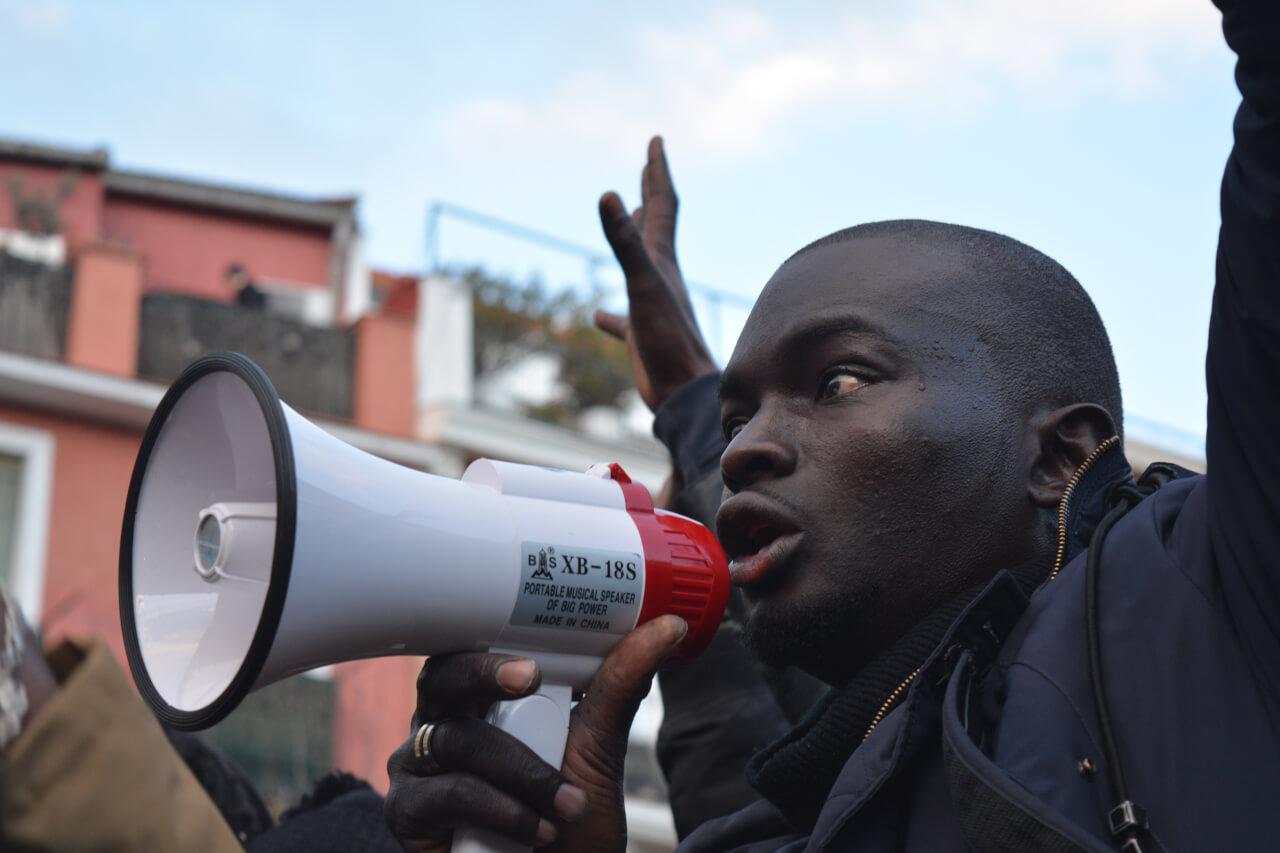 «No hacemos daño a nadie, queremos comer», grita el joven senegalés