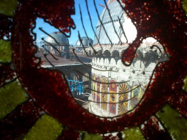 Vista de una de las vidrieras de la catedral de Justo. Foto: C.C.