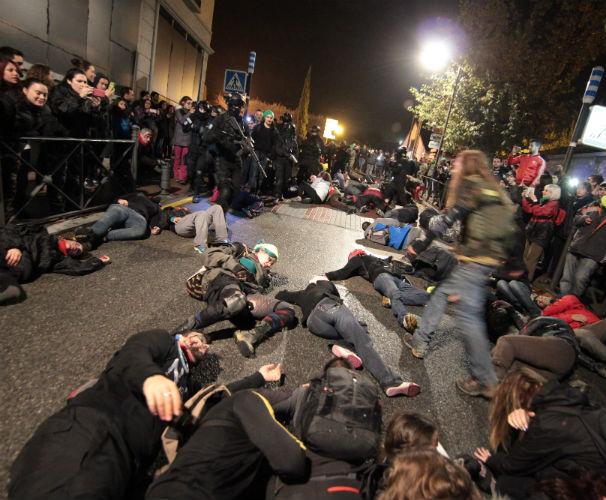 La Resistencia se enfrenta a los zombies. Foto: Pepe Añón