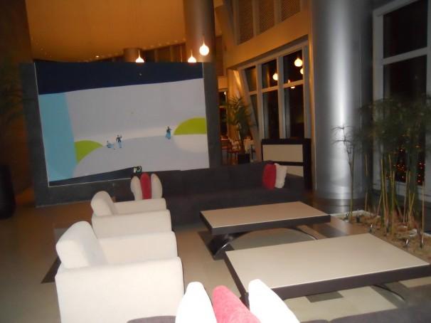 Interior del restaurante, con el mural que separa los dos ambientes. Foto: P.R.A.