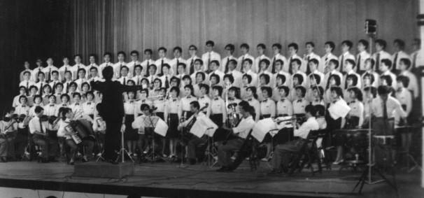 En 1984 ganó el premio al mejor director de orquesta de coro en China