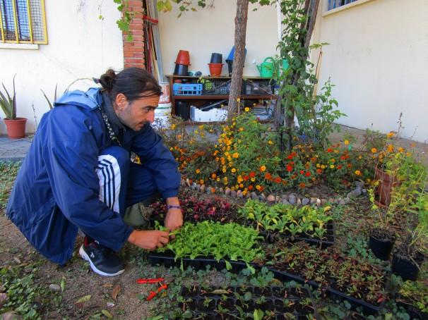 Participante del huerto gestionado por la Asociación Vecinal La Flor