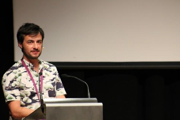 El periodista Guillermo López durante la presentación de la revista trimestral «Salvajes»