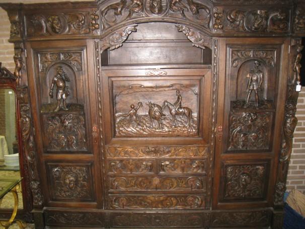 Mueble donado hecho a mano con un valor de 1.500 euros. Foto: María González