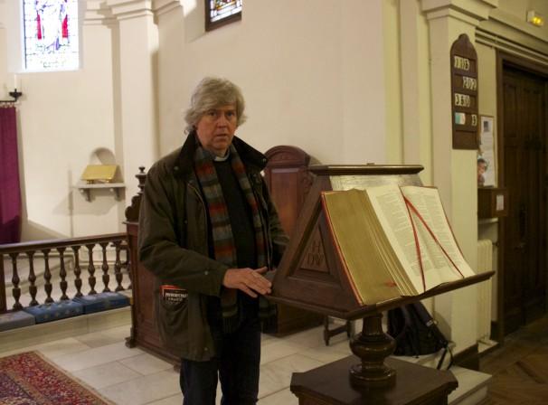 Nigel Thomas en el interior de la Iglesia de San Jorge