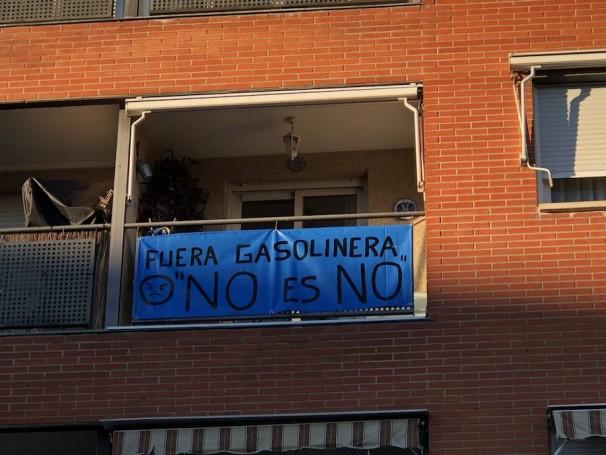 Una de las pancartas que muestran el malestar vecinal