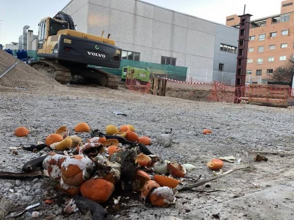 Algunos vecinos han arrojado basuras para manifestar su oposición
