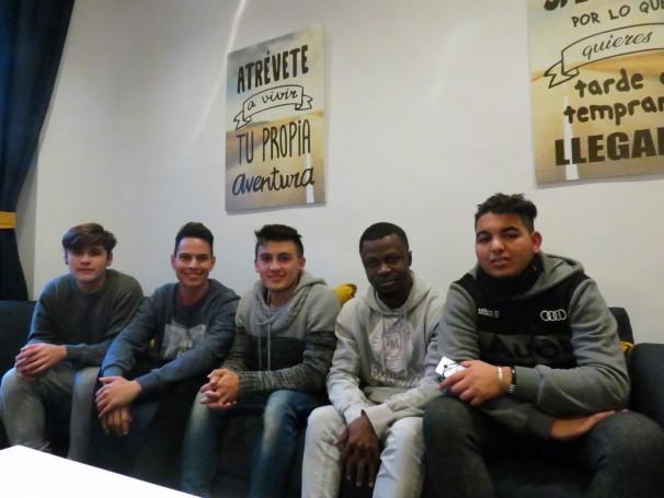 A partir de la izquierda: Adrián, Jesús, Leo, Adams y Ilias (Foto: Camila Alvarenga)