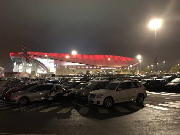 El aparcamiento privado del Wanda Metropolitano se llena en cada partido. Fotos: M. Campillo