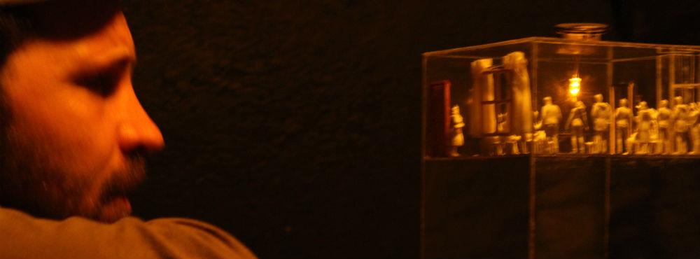 Momento de la obra «La Pecera», en Microteatro Por Dinero. Foto: I.M.B.