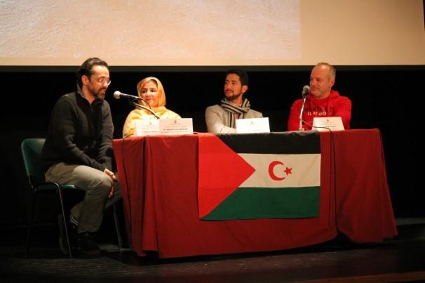 Coloquio con el director de «Fusiles o Pintadas» y mujeres saharauis activistas en resistencia. Foto: C. Falcón