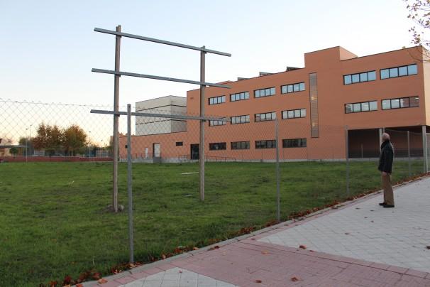 La parcela se ubica entre las calles Ernest Lluch y el paseo de la Salud en Fuenlabrada