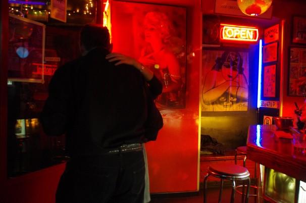 En el Traveling Bar de Lavapiés. Fotos: Cristina Sánchez