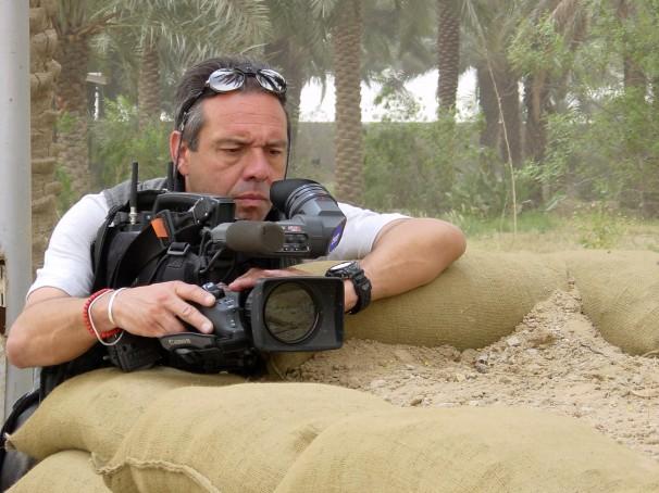Francisco Magallón, trabajando para TVE en la guerra de Irak (2008). Foto por: Francisco Magallón