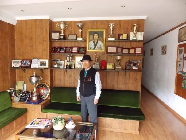 El norcoreano Kim Jae Won, en la recepción de su gimnasio