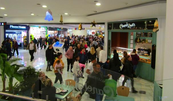 El centro comercial La Vaguada la tarde del Black Friday. Foto: L.M