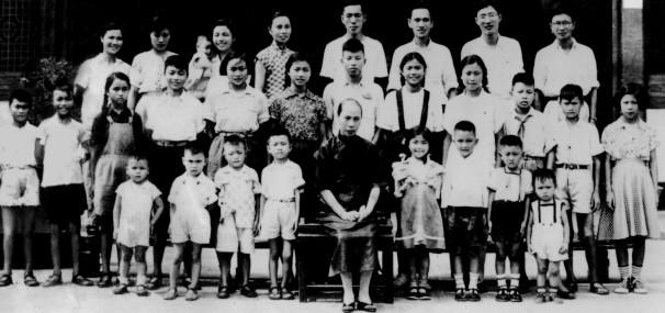 La familia del abuelo banquero de Marco Wang