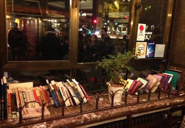 Los libros en el Café Comercial