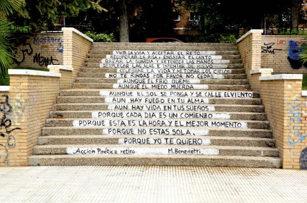 Mural de Acción Poética Retiro en un parque del distrito Retiro. Foto: E.B