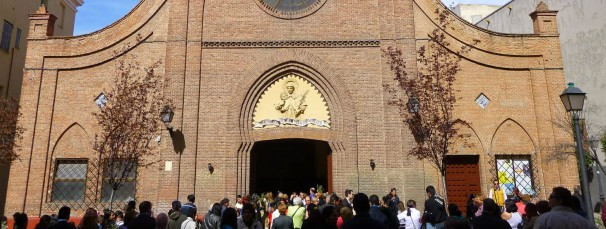 Fachada Iglesia San Ramón Nonato, Puente de Vallecas. Foto: www.religionenlibertad.com