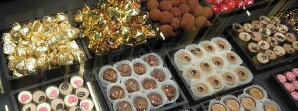 Surtido de dulces en un estand del Mercado Isabela.