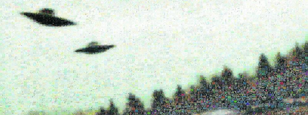 Fotografía de ovni sobrevolando un campo