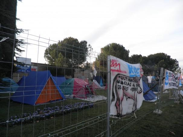 Tiendas de campaña donde duermen los trabajadores de Roca.